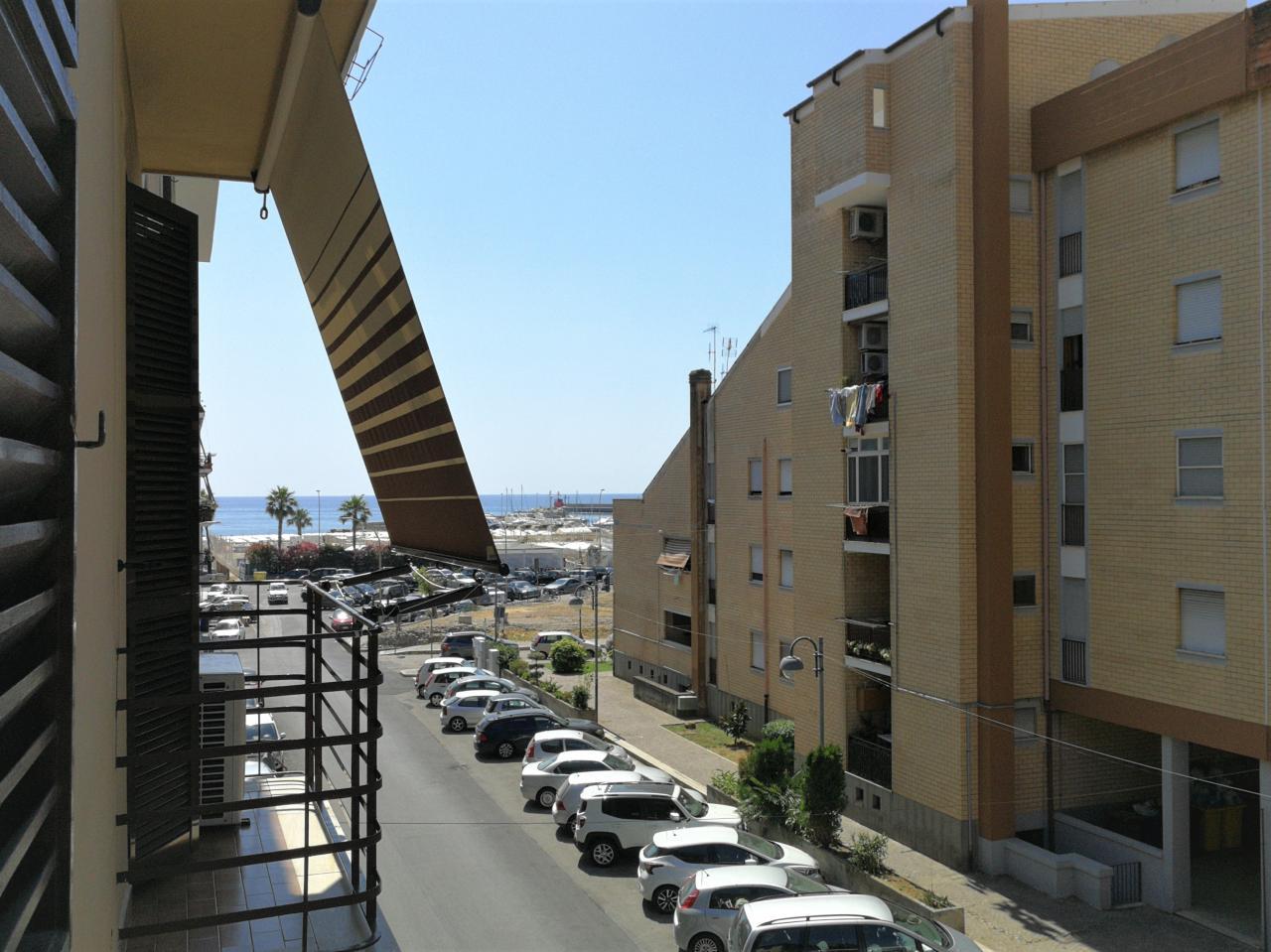 Appartamento centralissimo 100 mt. dal mare