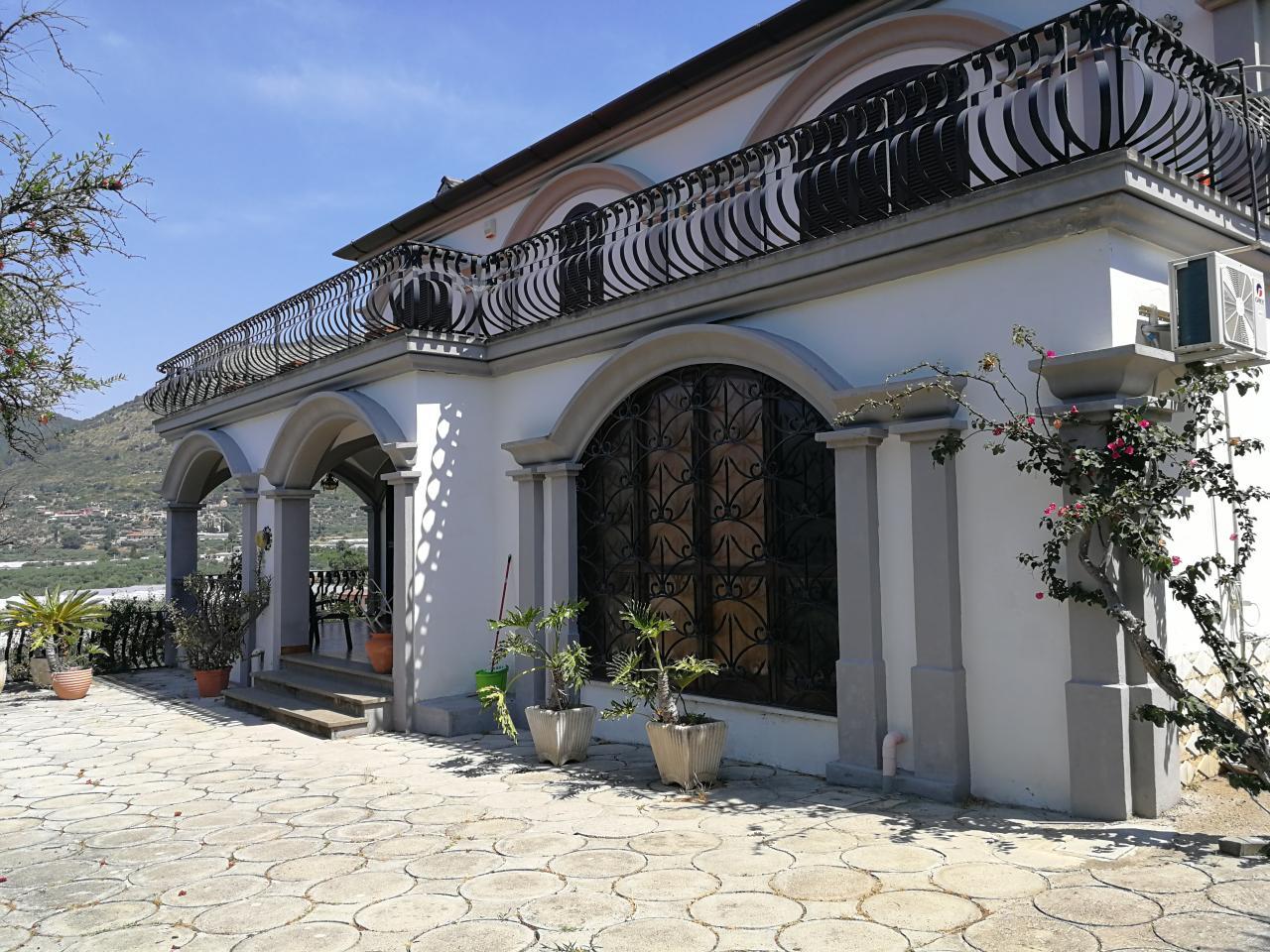 Terracina villa panoramica in collina