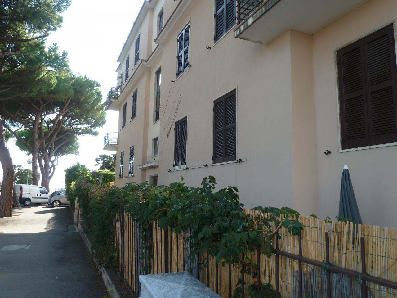 Vendesi terracina lt appartamento vendita for Appartamento di efficienza seminterrato