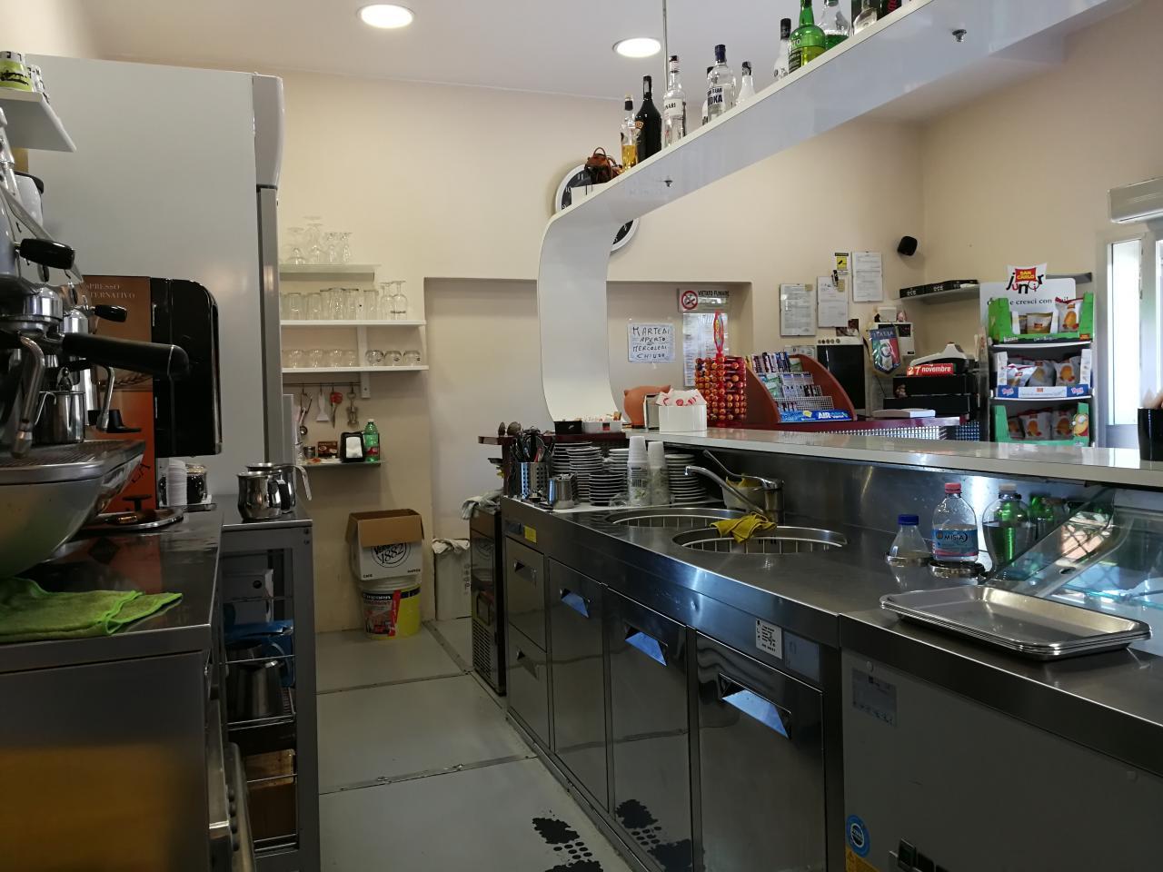 Cedesi avviata attività di bar con cucina